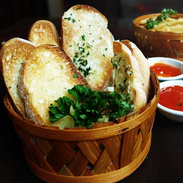 Treehouse-Garlic-Bread 2